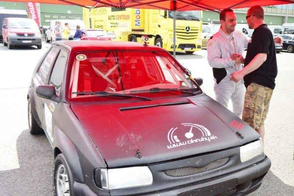 Pavol Dlugoš s Mirom Jarábkom. S mechanikom sa teší z víťazstiev v Brne.