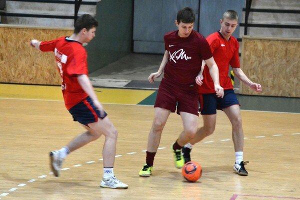 FC Kamo Club dosiahol počas víkendu dve výhry. V sobotu zvíťazil nad PNL 7:6, v nedeľu si poradil s KaeMkom 6:4.