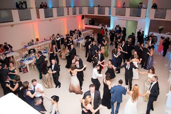 Ples Sobrančanov. Do skorých ranných hodín sa zabávalo 160 hostí.