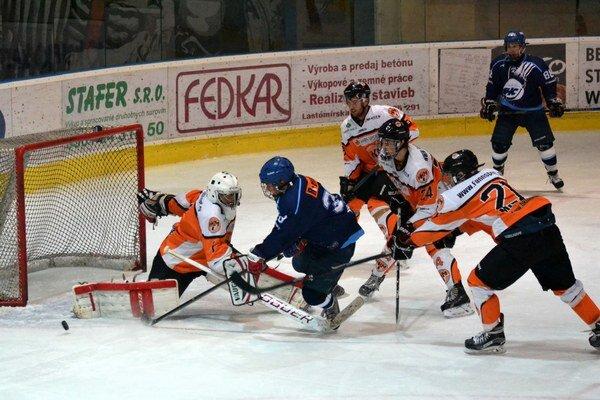 Hokejoví juniori Michaloviec. V oboch ich zápasoch museli rozhodnúť až nájazdy.