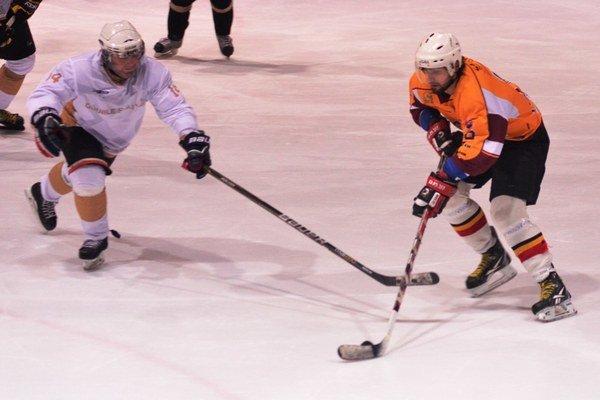 Mestská hokejová liga. V tejto sezóne vnej treba odohrať už len jeden duel.