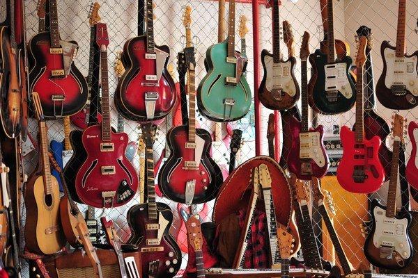 Múzeum má viac ako tisíc exponátov. Unikátnu zbierku obohatili aj známi hudobníci.