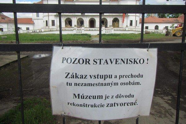 V septembri by mali otvoriť. Múzeum prezentovalo tradičné ľudové remeslá Zemplína ako aj jeho pravek.