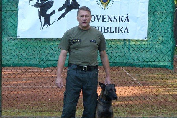 Miroslav Trauer. So služobným psom Argom.