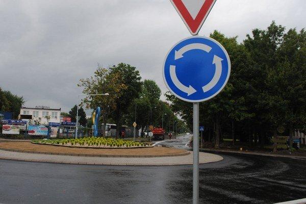 Nový objazd spája Špitálsku a Okružnú ulicu v Michalovciach. Jeho výstavba trvala viac ako dva mesiace.