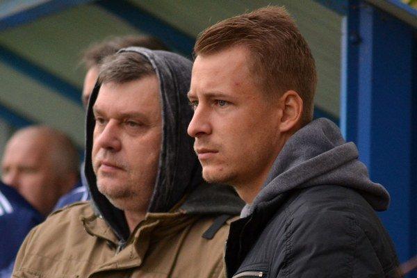 V nedeľu nechýbal na zápase B-tímu. F. Serečin po boku šéfa MFK Zemplín I. Šoltinského.