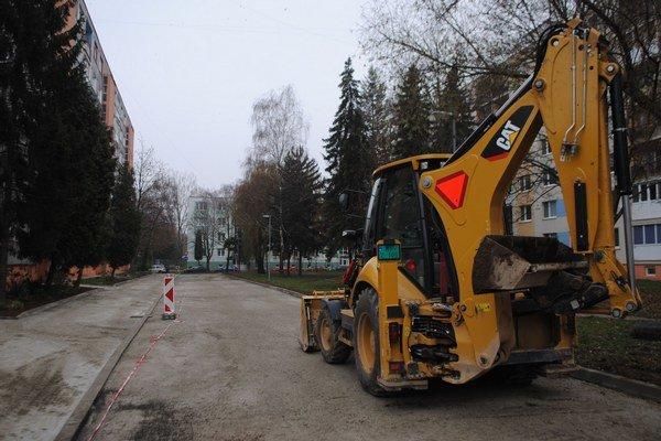 Sídlisko Juh. Mesto Michalovce rekonštruuje v súčasnosti sídliskové priestory medzi Murgašovou a Špitálskou ulicou.