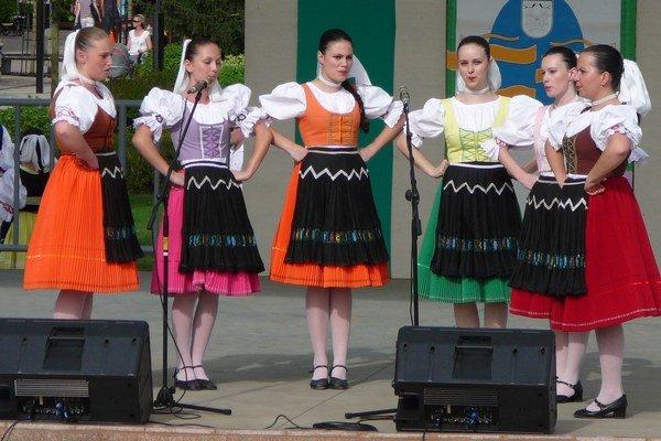 Detský folklórny festival 2015. V priestoroch FS Zemplín sa 28.marca o 9.30 hod. uskutoční detský folklórny festival, ktorý prezentuje umeleckú úroveň a výsledky činnosti detských folklórnych súborov.