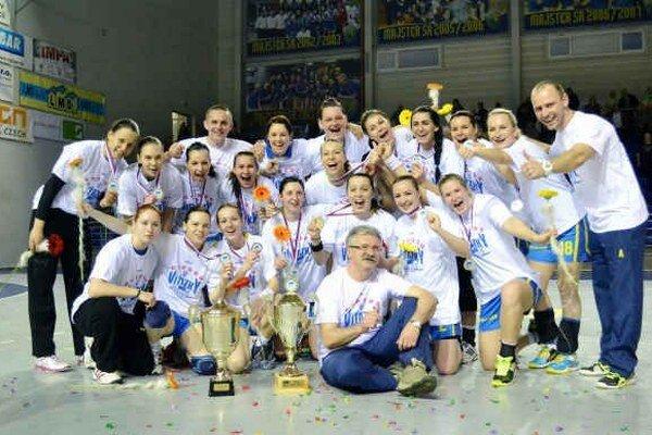 Michalovská radosť po šiestom triumfe vo WHIL. Hádzanárky Iuventy počas celého ročníka prehrali v interlige len jediný raz.
