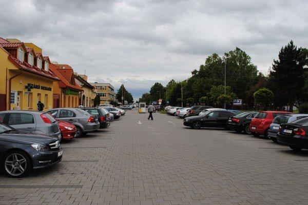 Parkovanie zadarmo. Vodiči môžu bezplatne parkovať na piatich najväčších mestských parkoviskách.