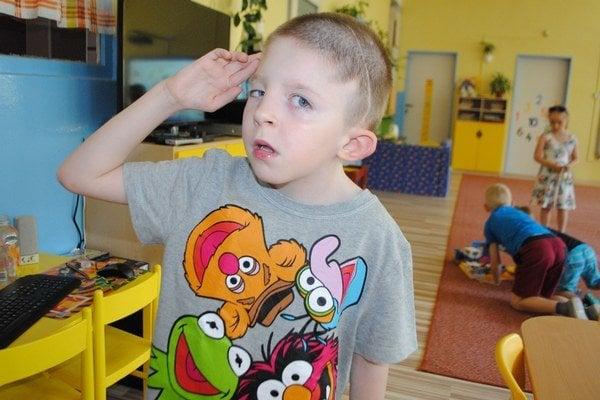 Šesťročný Peťko prekvapil lekárov aj pedagógov. Napriek mnohým operáciám a závažným diagnózam, s ktorými zápasí od detstva, rastie z chlapca nadané dieťa.