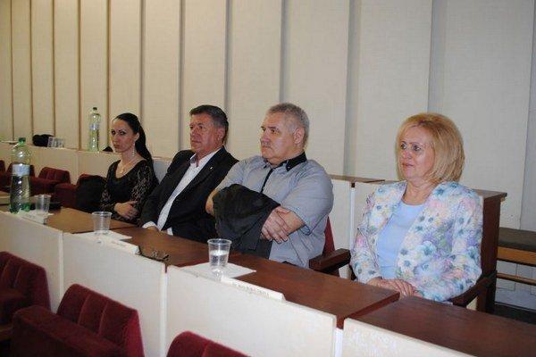 O post hlavného kontrolóra mesta Michalovce mali záujem štyria kandidáti: zľava Gabriela Liptáková, Miroslav Čaga, Peter Borza a Marta Bobovníková.