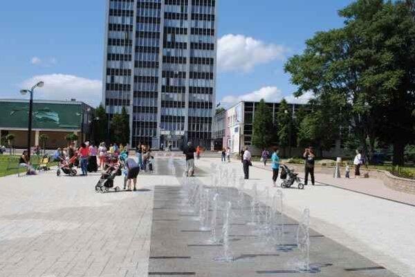 Mesto Michalovce. Samospráva chce pomôcť obyvateľom z tretích krajín, ktorí v meste pracujú, študujú a žijú už niekoľko rokov.