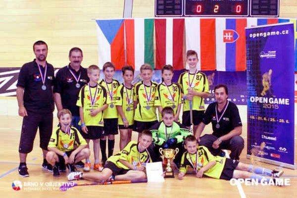 Mladí florbalisti z Michaloviec. V českom Brne dosiahli výborné výsledky.