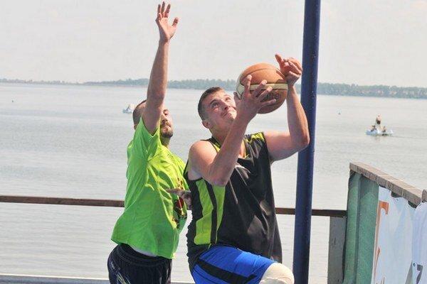 Letný streetball na Šírave. Súťažiť sa bude v šiestich kategóriách.