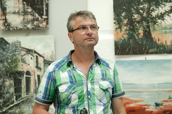 """Juraj Kováč. Výstava pod názvom """"Umenie, cesta k trialite"""" ponúka 31 obrazov."""