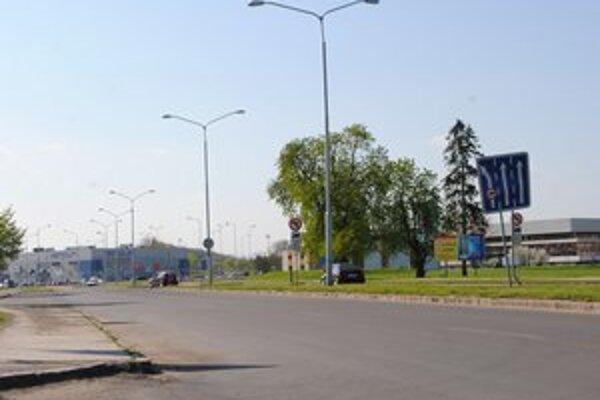 Ulica A. Sládkoviča. Počas dvoch dní tu bude premávka uzavretá. V lokalite budú predajné stánky po prvýkrát v histórii jarného jarmoku.
