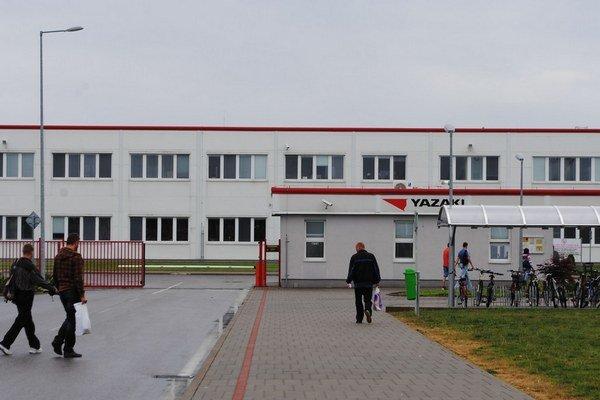 Yazaki v Michalovciach. Vedenie firmy nariadilo zamestnancom, aby prišli do práce aj cez štátny sviatok.