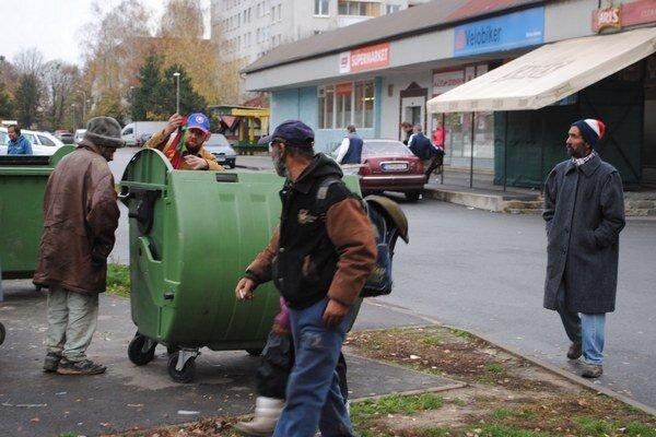 Sídlisko Východ. Michalovčania z Leningradskej a Moskovskej ulice sa sťažujú na neporiadok, ktorí robia neprispôsobiví obyvatelia. V uliciach by uvítali kamery