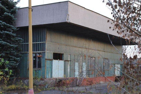 Nevyužité objekty. Mesto Michalovce platí ročne za ich stráženie približne 12-tisíc eur. Medzi chátrajúce mestské nehnuteľnosti patrí aj areál bývalej práčovne na Lastomírskej ulici.