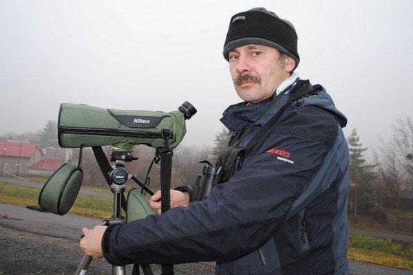 Ornitológ Samuel Pačenovský pozoruje husi na Šírave posledné tri roky.