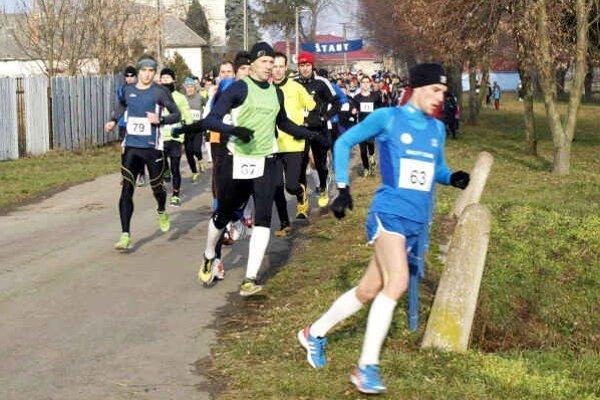 Rekordná účasť. Na 30. ročníku Horovskej desiatky štartovalo 166 bežcov.