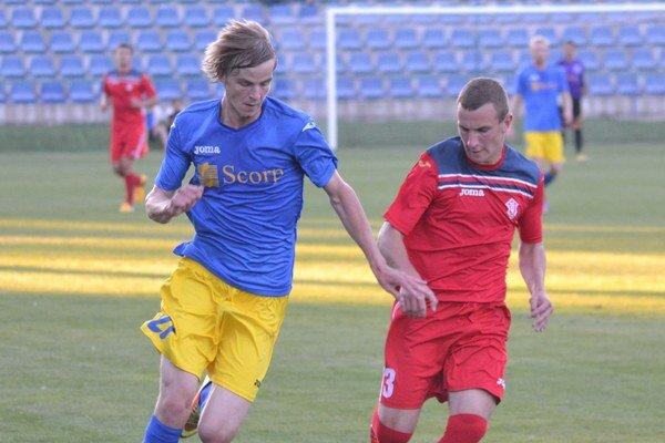 Michal Hamuľak (vľavo) v tejto sezóne strelil Dubnici už štyri góly.