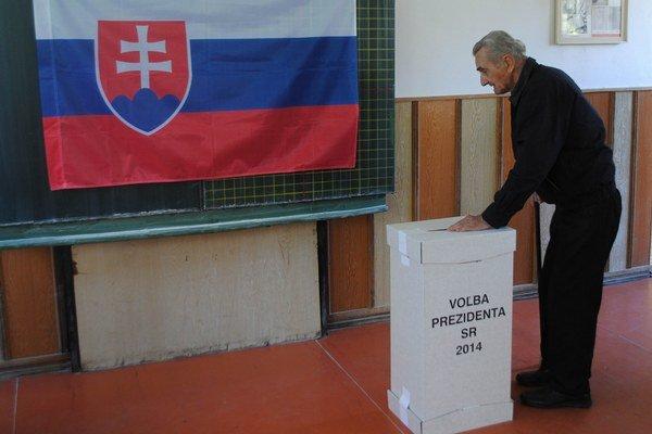 Voľby v Michalovciach. V meste Michalovce vyhral Andrej Kiska. Mal o 600 hlasov viac ako úradujúci premiér Robert Fico.