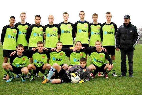 Dorastenci Petroviec nad Laborcom sú na čele svojej súťaže, naposledy hladko vyhrali na ihrisku Tušíc.