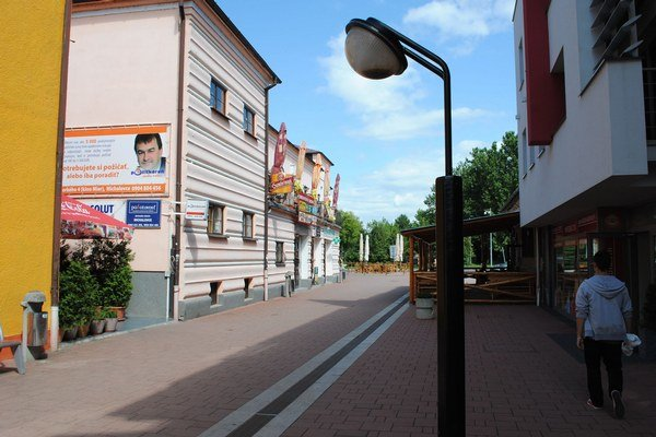 Verejné osvetlenie v Michalovciach. Rekonštrukcia stála vyše 4,4 milióna eur.