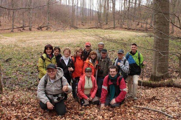 Michalovskí turisti. Majú za sebou túru do prírodnej rezervácie Ďurova mláka vo Vihorlatských vrchoch.