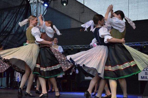 Strážčanský jarmok. Hlavný program patril speváckym folklórnym skupinám.