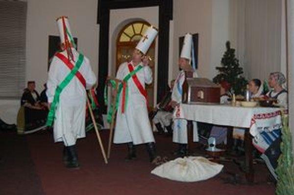 Kračun 2011. FS Porubjan predviedla vianočné zvyky a tradície.