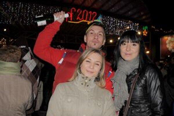 Silvester v Michalovciach. Vítanie nového roka si nenechal ujsť v centre mesta ani Marián Jacko s kamarátkami.