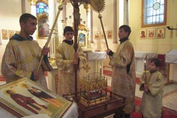 Veriaci v Pozdišovciach. Poklonili sa relikvii sv. Cyrila
