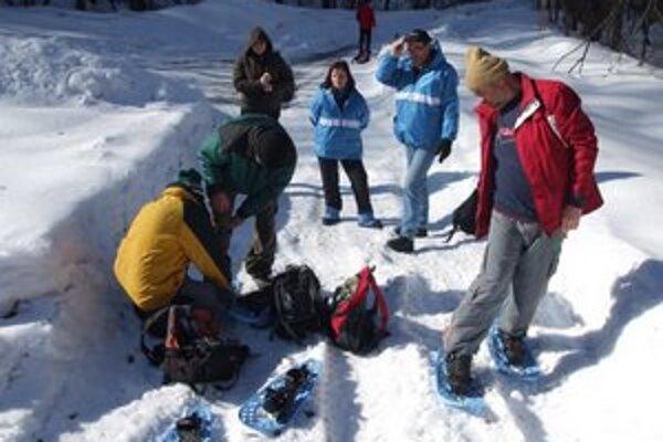 Zimná akcia Potašňa – Roh. Turisti prekonávali namáhavý terén aj so snežnicami.