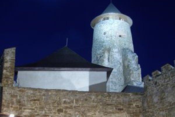 Ľubovniansky hrad. Dnes večer v ňom bude tma ako v stredoveku.