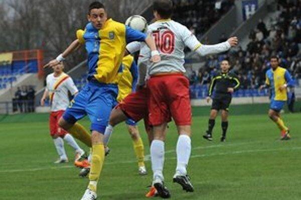 Dvojgólový strelec. Dušan Uškovič (vľavo) si otvoril gólový účet v MFK Zemplín.