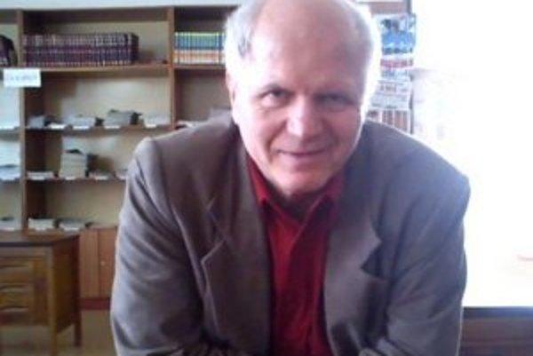 Meteorológ Peter Jurčovič. V knižnici vysvetľoval, ako sa predpovedá počasie.