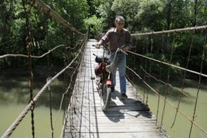 Unikátny Hojdací most nad Latoricou.