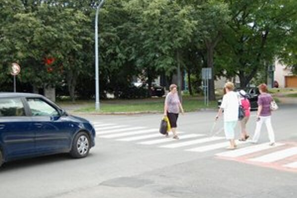 Nevidiaci na cestách. Michalovskí vodiči sa radia medzi najohľaduplnejších. Nezastavil len jediný.