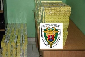 Kontraband. Colníci našli vo vagóne 60 000 kusov cigariet.