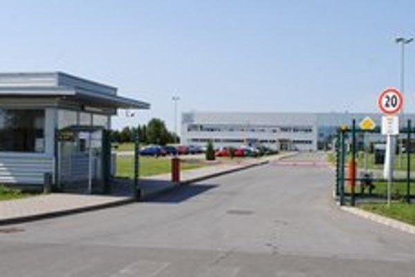 ConvaTec v Michalovciach. Vo fabrike je celozávodná dovolenka. Zamestnanci sa obávajú ďalšieho prepúšťania.
