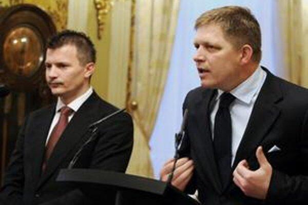 Banky odrádzajú investorov od nákupu slovenských dlhopisov. Deficit rozpočtu Ficovej vlády narastá a Počiatkovo ministerstvo odmieta zverejniť údaje o výhľade.