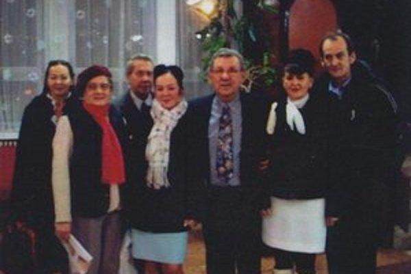 L. Bolchazy s rodinou. Sprevádzala ho aj na odovzdávaní čestného občianstva.