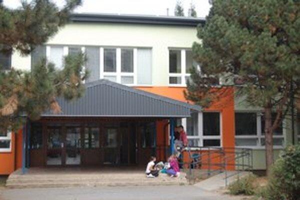 Michalovskí žiaci sa vo štvrtok do školy nedostanú.
