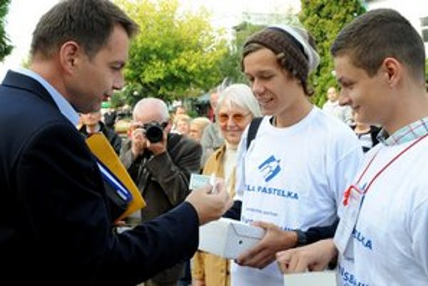 Ministri prispeli aj na zbierku Biela pastelka.