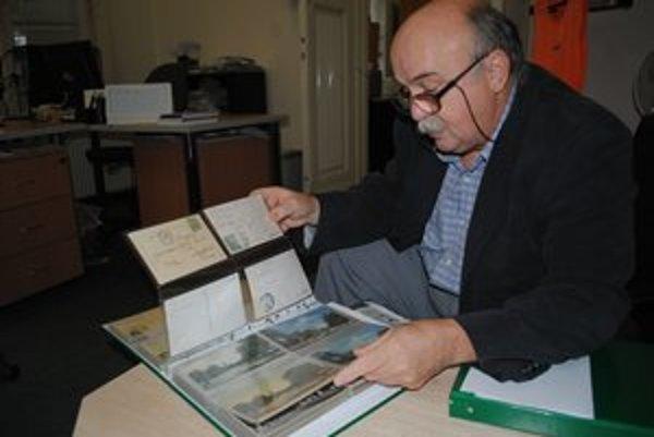 Zberateľ pohľadníc. Vo svojej zbierke má viac ako 1 400 pohľadníc Michaloviec a okolia.