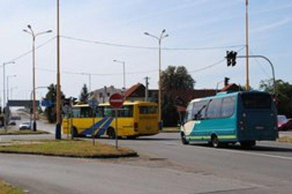 Michalovce sú mestom okružných križovatiek. Už ich postavili sedem.