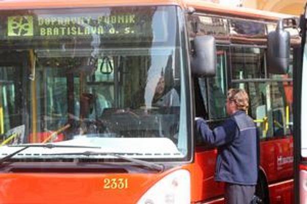 Autobusy sa na Slovensku pravdepodobne načas zastavia.
